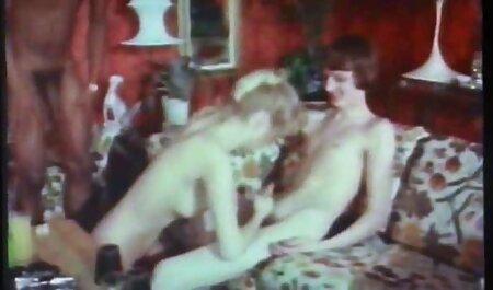 Una pareja petardas xvideos de amantes de 18 años con diversión cayendo en la cama
