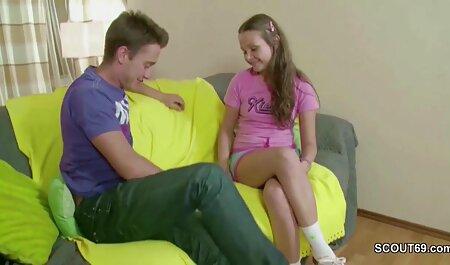 El tipo se acordó videos lesbianas petardas de la chica, y justo en la sala de estar, se resbaló en el culo