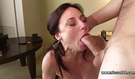 Mujer apasionada de edad y sexo con petardas cortas un hombre joven