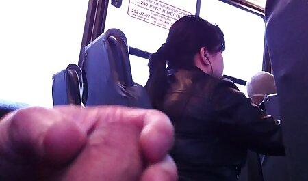 Tetas grandes petardas eyaculacion milf sexo con hombre en sofá