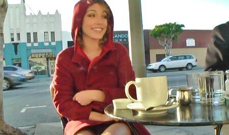 Kimberly acariciando el coño y haciendo mamada petardas posiciones de 1 persona en el coche