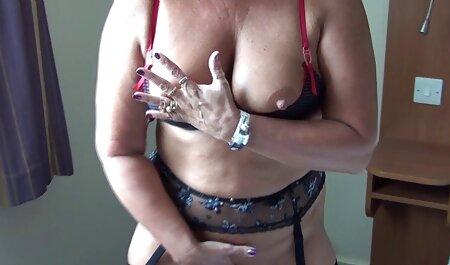 Mujer petárdas hd bronceada de lujo de cuero agarrar falta en la boca