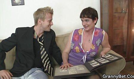 Una chica gorda es feliz petardas los mejores videos porque hay dos hombres follándola al instante
