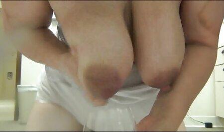 Las chicas se aferran a ella con un cinturón y tienen sexo petardas videos para adultos con pasión