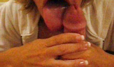 Foto Modelo con el pelo rubio en la petardas sexo videos cámara acariciando su coño