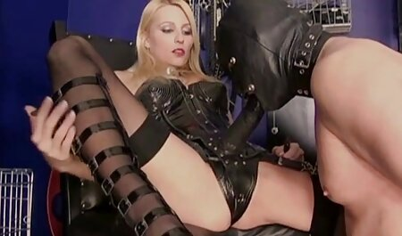 Hermosa stripping delante de webcam y mamada, petardas imagenes