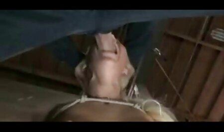 Muscle guy acaba de golpear, y luego follar el coño de su Ruso petardas peludas follando