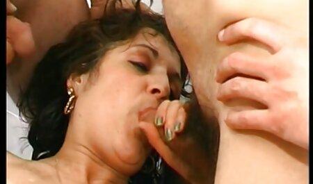 Rubia tiró de petardas sexo casero sus piernas delante de la herida del bastardo