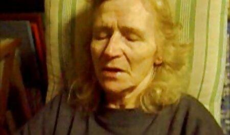 Mujer petardas calientes xxx joven de Rusia caliente en silla